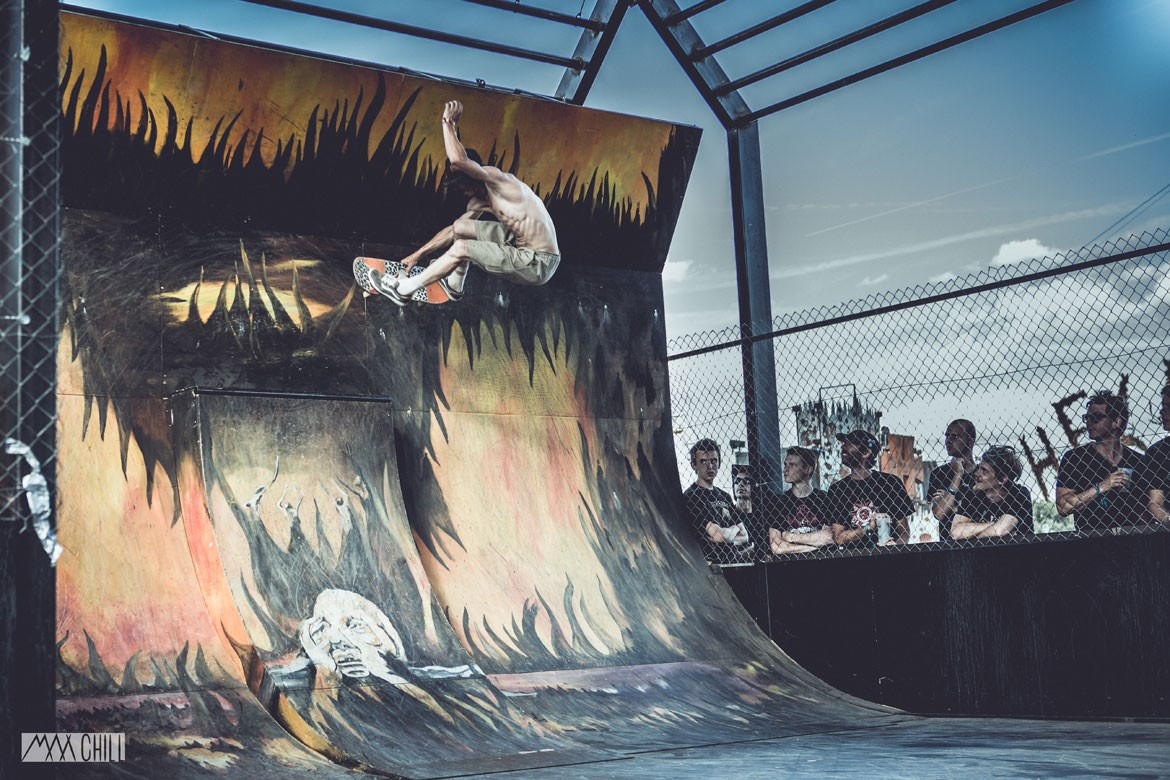 JEROME-CHEVALIER-WALL-CROSS-DA-CRUZ-SKATEPARK-MADNEOM-HELLFEST-2015