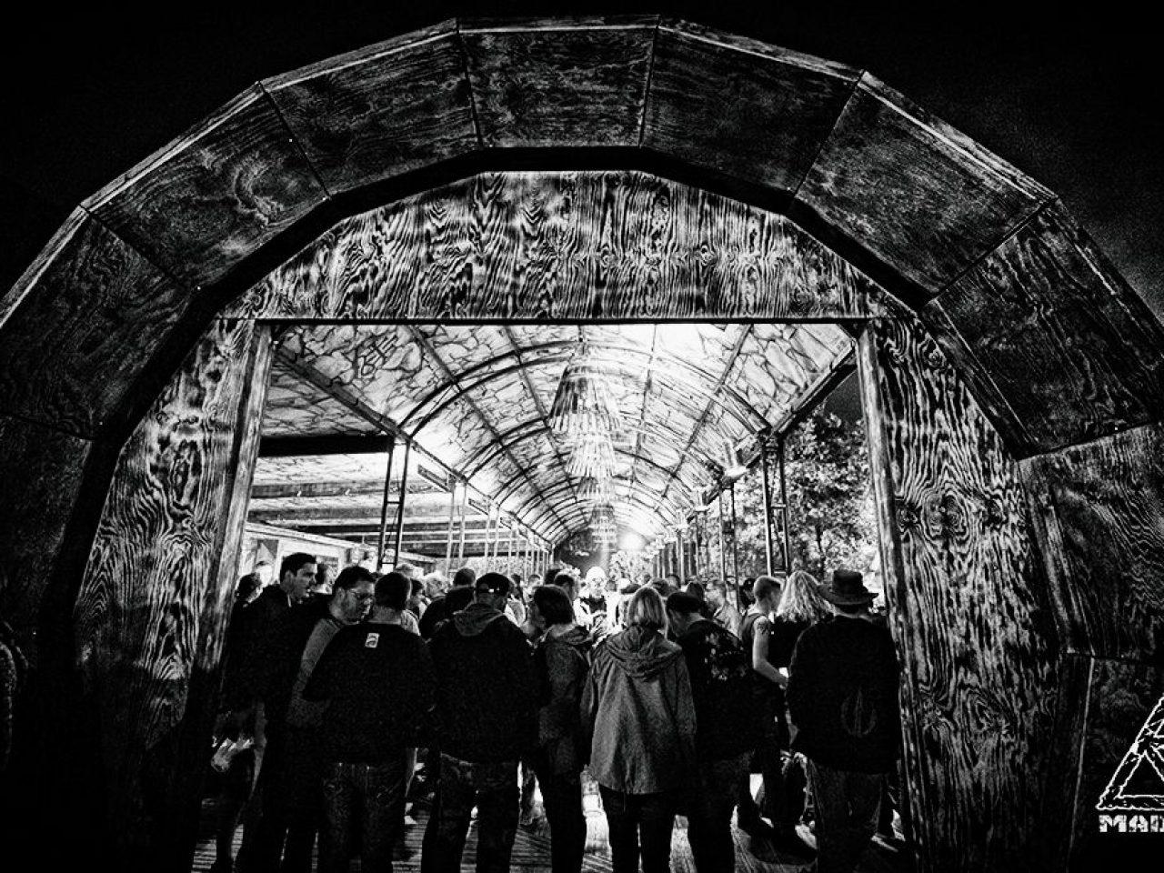 Madneom- Warzone Hellfest 2016 – Bar Muscadet Vin de Nantes  – Arche entree