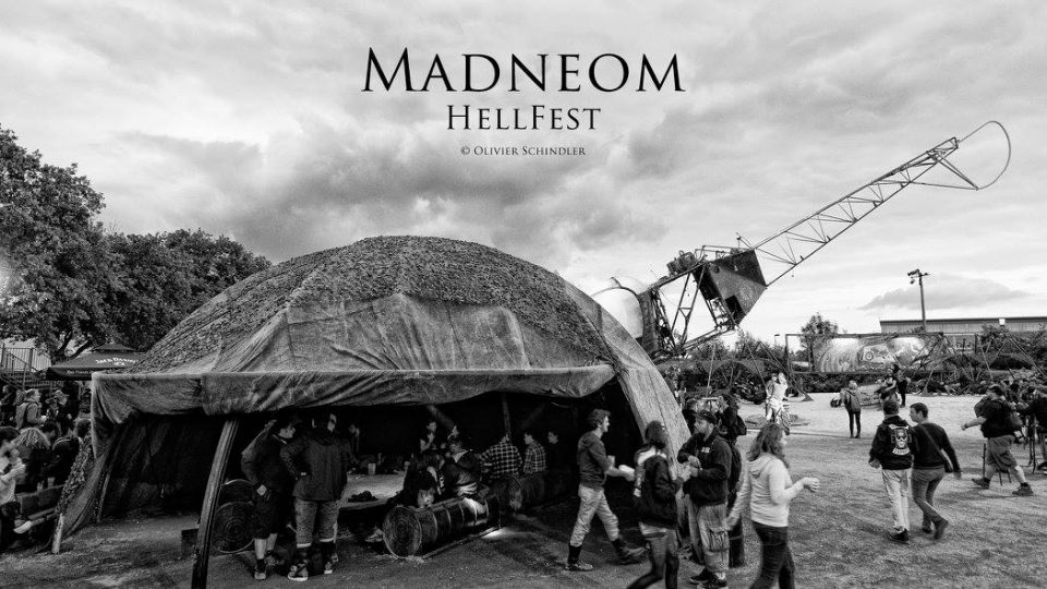 Madneom- espace vip hellfest2016 – helico