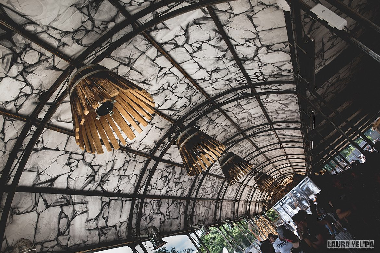 Madneom- hellfest 2016 warzone – bar muscadet vin de nantes – interieur