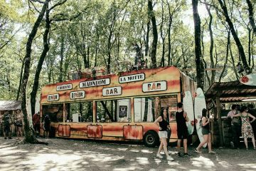 decor-bus-madneom-facade-bar-festival-de-la-motte-2016-copie