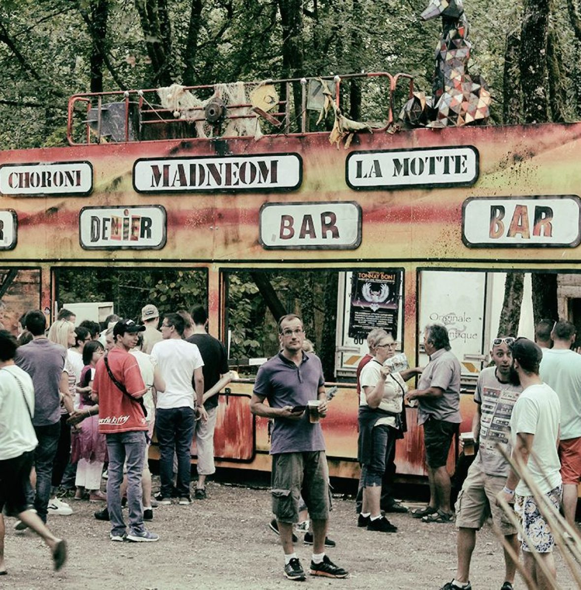 decor-bus-bar-festival-de-la-motte