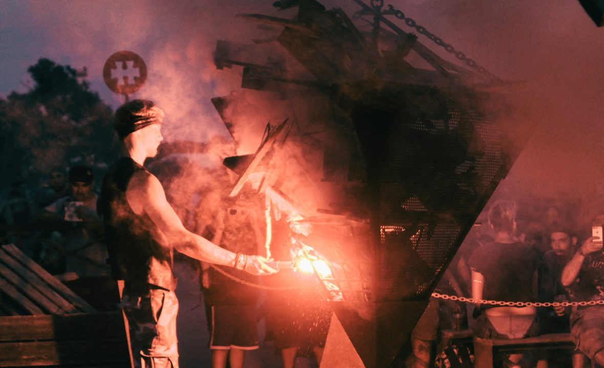 ALLUMAGE PYRAMIDE FEU – HELLFEST 2017- MADNEOM STREET ART PARK