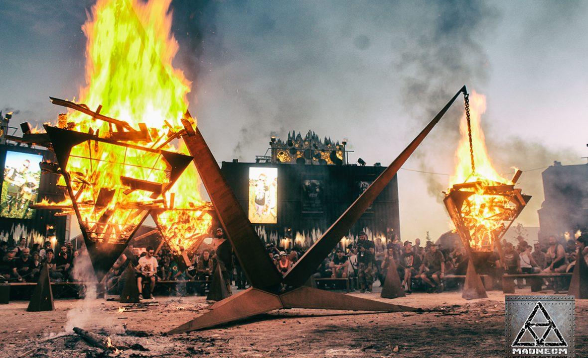PYRAMIDE DE FEU HELLFEST 2017 MADNEOM STREET ART PARK
