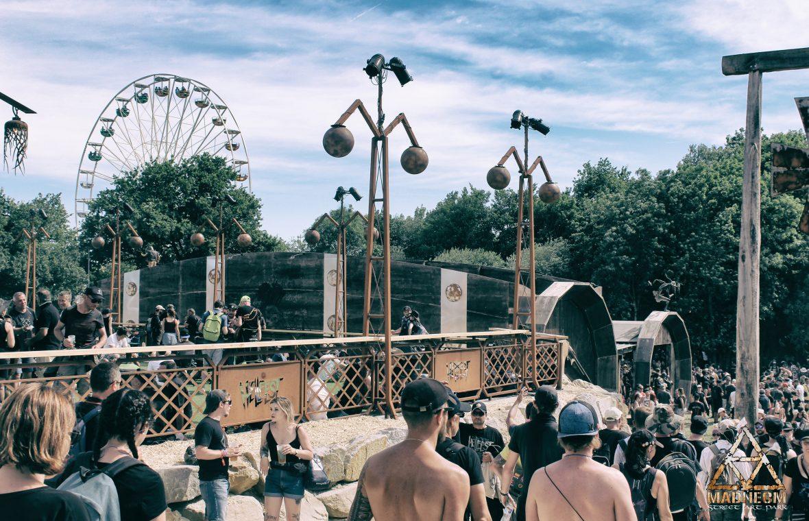 MADNEOM garde coprs lampadaire bar a muscadet hellfest 2018