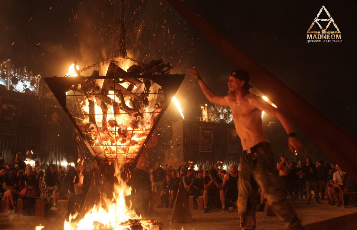 MADNEOM pyramide de feu madneom hellfest 2018 bryan